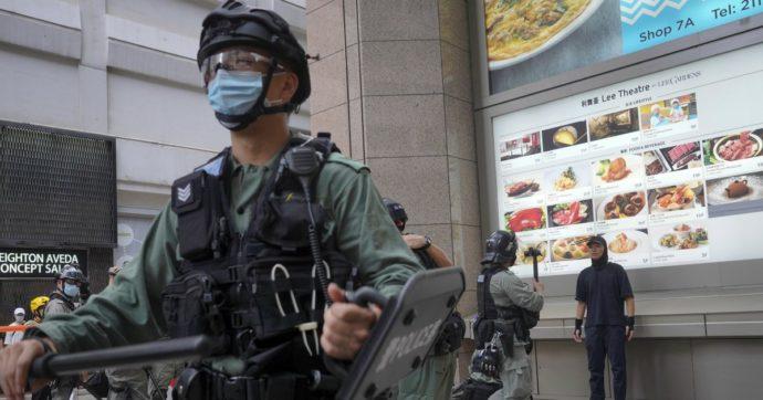 Hong Kong, continuano scontri con la polizia: arrestata anche una 15enne. Il Senato Usa approva sanzioni contro la Cina