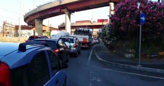 Genova, 20 chilometri di coda per i cantieri sulle autostrade: le immagini della città paralizzata