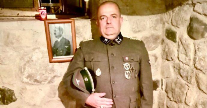 Gabrio Vaccarin, il consigliere comunale eletto con Fratelli d'Italia si fa fotografare mentre indossa la divisa nazista