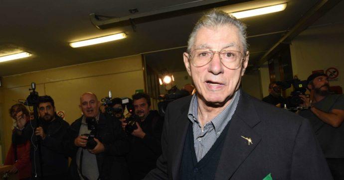 """Umberto Bossi, il fondatore della Lega è stato ricoverato a Varese. L'ospedale: """"Condizioni non sono gravi, qui per accertamenti"""""""