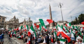 Centrodestra in piazza (distanziato) contro il governo Conte. Tra richieste di elezioni, no ai migranti e attacchi alla magistratura