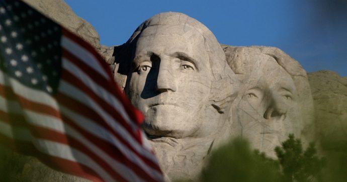 """4 luglio, Trump al Monte Rushmore: """"Non sarà smantellato, non si cancella la nostra storia"""". Polemiche per la folla e il rischio di contagi"""