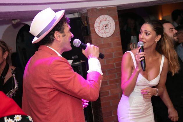 Belen Rodriguez si diverte con Nina Moric mentre De Martino
