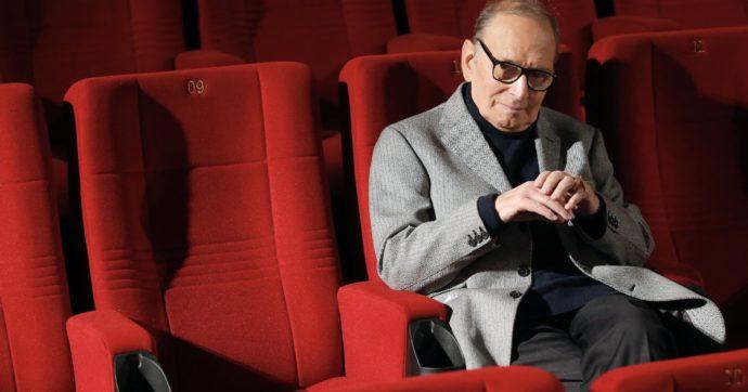 """Ennio Morricone, il necrologio scritto di suo pugno: """"Io sono morto. Non voglio disturbare"""". Poi il saluto struggente alla moglie Maria"""