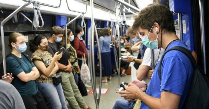 """Coronavirus, la lettera di 239 esperti all'Oms: """"Si trasmette anche nell'aria, vanno riviste le linee guida"""""""