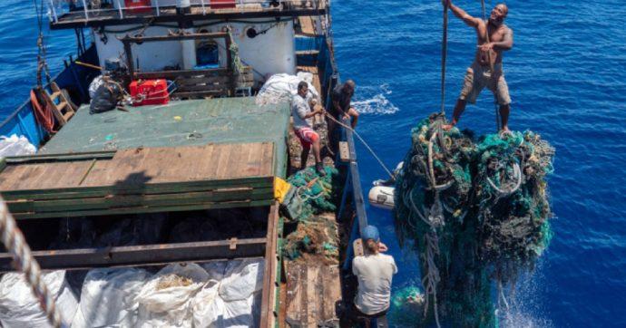 """Rimosse 103 tonnellate di rifiuti dall'isola di plastica più grande al mondo: è """"la più vasta pulizia dell'Oceano della storia"""""""