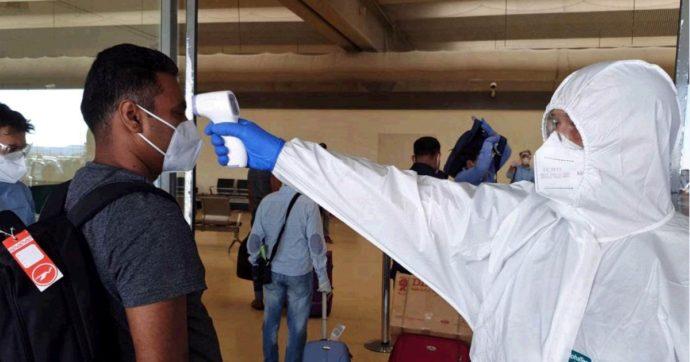 """Coronavirus, il ministro Speranza sospende i voli in arrivo dal Bangladesh: troppi positivi. """"Non possiamo permetterci di importare casi"""""""