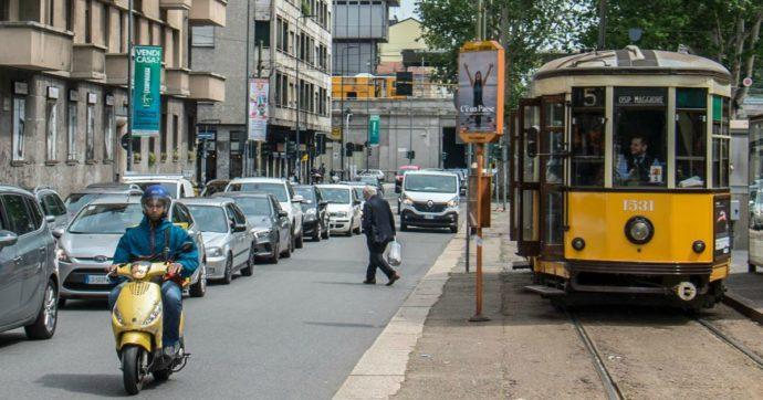 Milano, abbandona la madre in autostrada, aggredisce l'autista di un tram e si mette alla guida: fermato da polizia e Atm