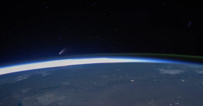 La cometa Neowise visibile in cielo a occhio nudo: sui social scatta la gara a fotografarla. Ecco come vederla