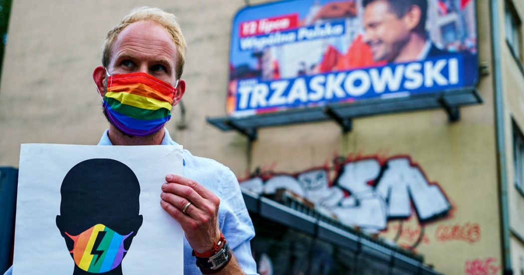 """Polonia, viaggio nelle 'Lgbt free zones' vietate ai gay: """"Non vogliamo arrestarli, solo che si nascondano"""". """"Ci dicono 'riapriamo Auschwitz'"""""""