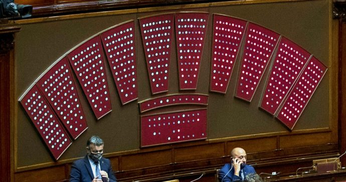 Sondaggi: il centrodestra vincente con ogni sistema elettorale, ma Fi può essere decisiva. Col proporzionale Renzi fuori dal Parlamento