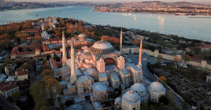 Erdogan ha gioco facile: Santa Sofia diventa moschea (e palco elettorale)