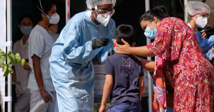 Bangladesh, arrestato proprietario di cliniche: vendeva falsi risultati negativi senza fare test