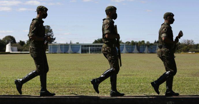 """Coronavirus – Brasile, giudice Corte suprema: """"Esercito complice del genocidio causato dalle politiche di Bolsonaro"""""""