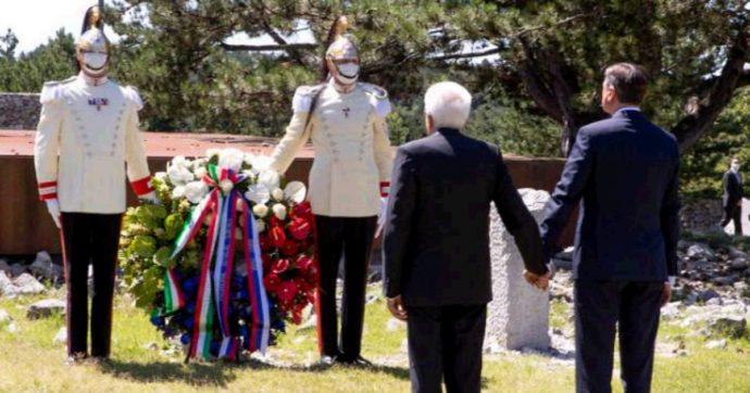 Trieste, Mattarella e il presidente Pahor mano nella mano alla foiba di Basovizza: lo storico gesto di pace e la prima cerimonia italo-slovena