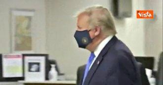 Trump per la prima volta in pubblico con la mascherina: il presidente Usa con il viso coperto durante la visita in un ospedale militare