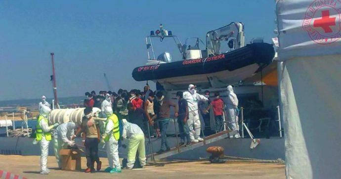 """Migranti, 11 positivi a Pozzallo: in isolamento. Musumeci: """"Servono altre navi-quarantena"""". Viminale: """"Il nuovo bando scade il 16 luglio"""""""