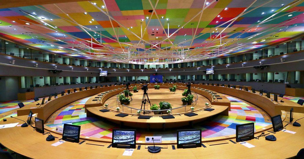Recovery fund, i leader dei 27 alla resa dei conti. Al tavolo del Consiglio Ue la minaccia di veti incrociati su bilancio e aiuti per la ripresa