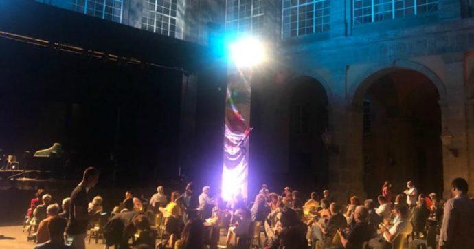 Via al Napoli Teatro Festival dopo il lockdown. Teatri riaperti senza teatro. Cartellone ricco e croccante. Anche senza gli stranieri se po' fa…