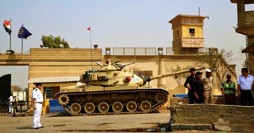"""Coronavirus, """"guardie e detenuti infetti, celle affollate e nessuna protezione"""": il Covid nel carcere egiziano dove è rinchiuso Patrick Zaki"""
