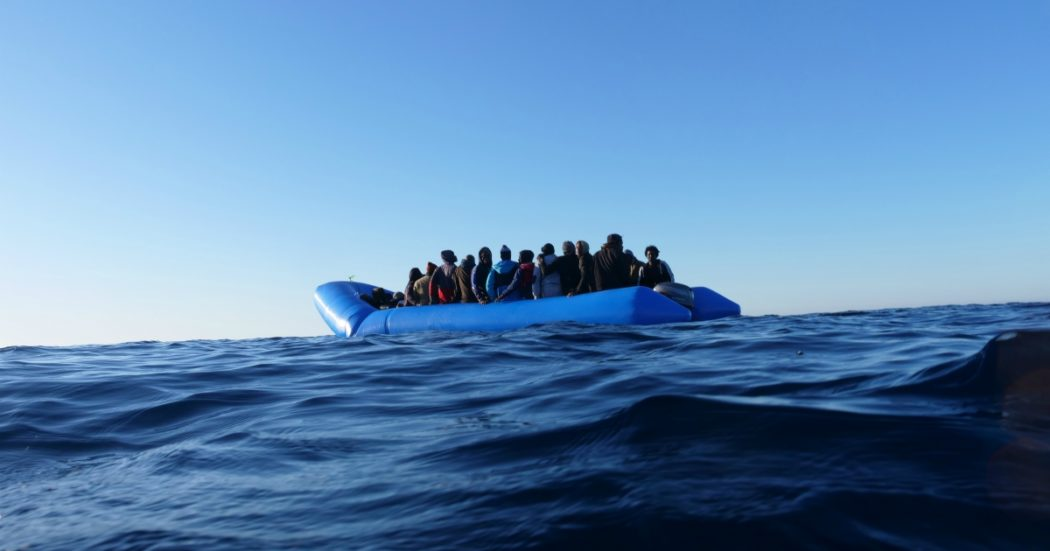 """Migranti, scoperta banda di trafficanti di uomini: 14 arresti e 4 ricercati. """"In Libia torture e violenze per avere i soldi dai parenti"""""""