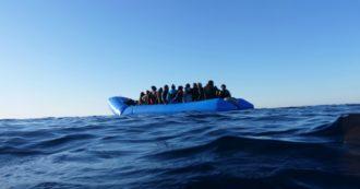 """Migranti, due barche in avaria con 140 persone a bordo in acque maltesi: """"Si stanno buttando in mare, ma La Valletta non risponde agli Sos"""""""