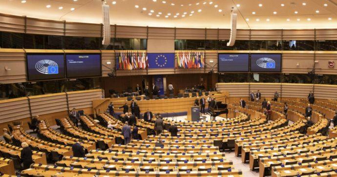 """Recovery, Eurocamera approva il regolamento. Gentiloni: """"Passo storico per tutti gli europei"""". Il 'sì' della Lega spacca il fronte sovranista"""