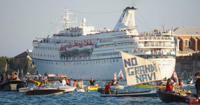 """Venezia, crociere pronte a ripartire (in attesa del permesso post Covid): biglietti già in vendita. No Grandi Navi: """"Mobilitazione"""""""