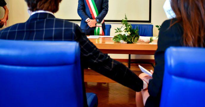 """Livorno, matrimoni combinati tra italiani ed extracomunitari per il permesso di soggiorno: 56 indagati. """"6-8mila euro a cerimonia"""""""