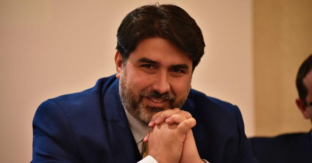 """Sardegna, 130 milioni per la """"Salva imprese"""" di Solinas: 5,7 a una società fantasma. L'assessore: """"Non so chi siano, soldi stanziati sulla fiducia"""""""