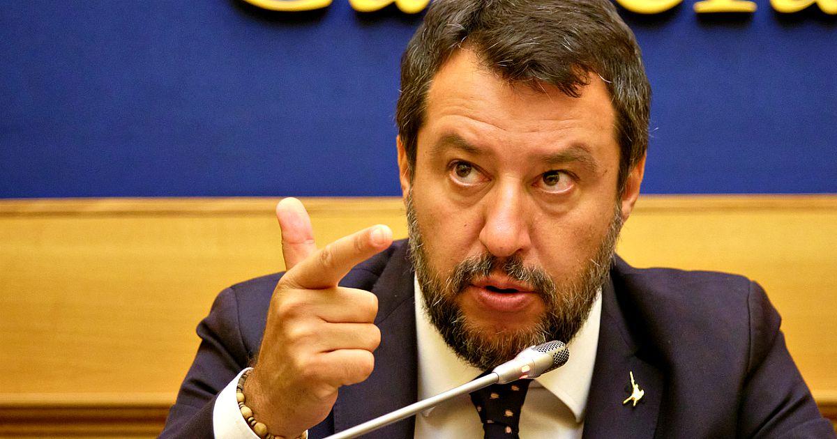 """Commercialisti della Lega, quando Salvini minacciava querele: """"Gente mai vista né conosciuta"""" thumbnail"""