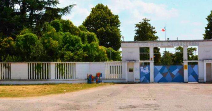 """Migranti, rivolta dei 400 in quarantena nell'ex caserma Cavarzerani di Udine. Giunta leghista: """"Il governo sottovaluta la rotta balcanica"""""""
