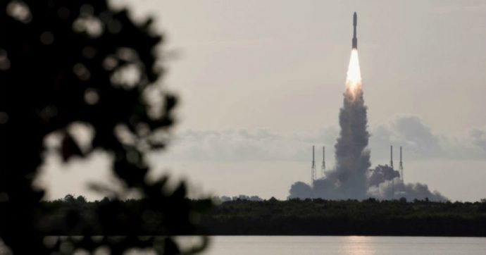 Marte, il rover Perseverance è decollato da Cape Canaveral: parte la missione della Nasa che ci farà 'toccare' il pianeta rosso