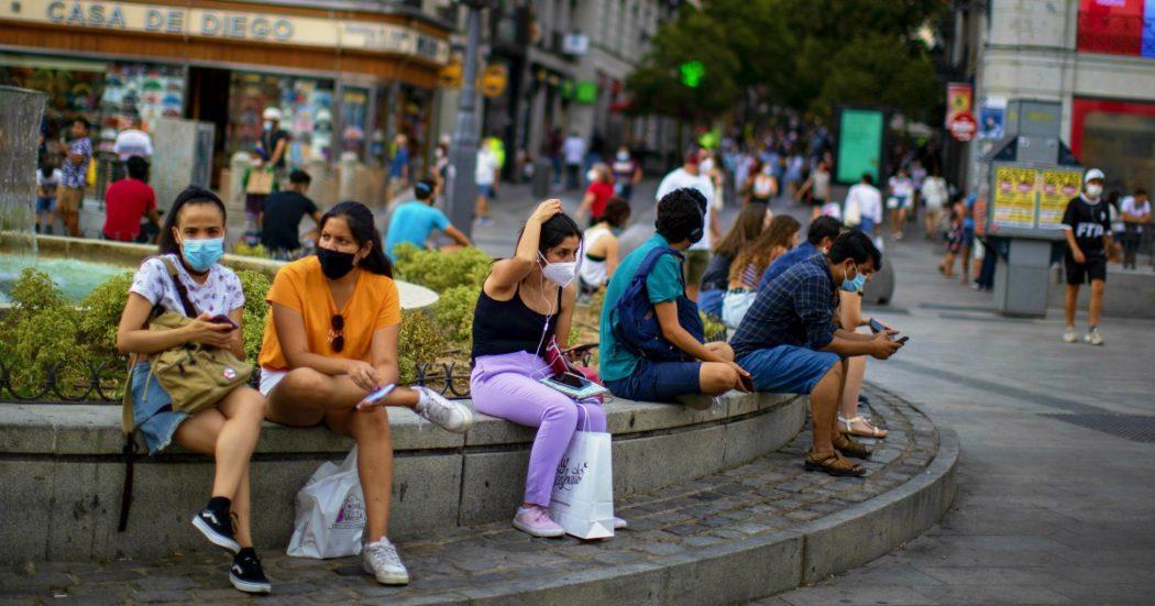 Coronavirus, torna la paura in Europa. In Spagna 1.229 casi: numero più alto dal 1 maggio. Germania, 902 positivi: superata la soglia critica in Baviera. Romania prima in Ue per numero di decessi ogni mille abitanti