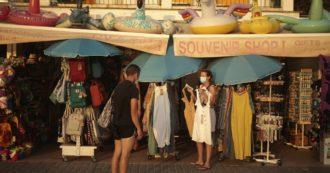 Viaggi all'estero, tra obbligo di quarantena e test a campione: cosa prevedono Spagna, Grecia e gli altri Paesi europei per i turisti