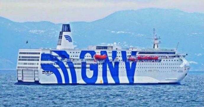 Migranti, pronta una nuova nave-quarantena: sarà ormeggiata al largo delle coste siciliane. Un'altra presto davanti alla Calabria