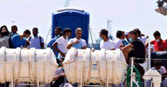 """Migranti, 250 persone sbarcate a Lampedusa. Il sindaco: """"Hotspot stracolmo, è chiuso"""". Zingaretti: """"Il memorandum Libia va riscritto"""""""