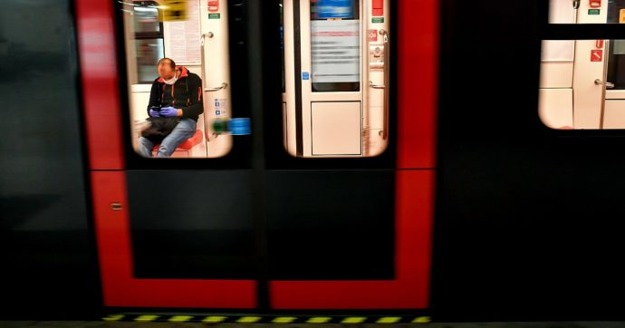 """Posti pieni, la Lombardia non torna indietro: """"Sui mezzi pubblici si possono utilizzare tutti"""""""