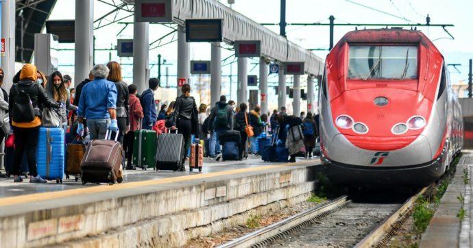 Alta velocità, stop ai treni con il 100% dei posti: Speranza firma ordinanza che obbliga al distanziamento anche sui mezzi di trasporto