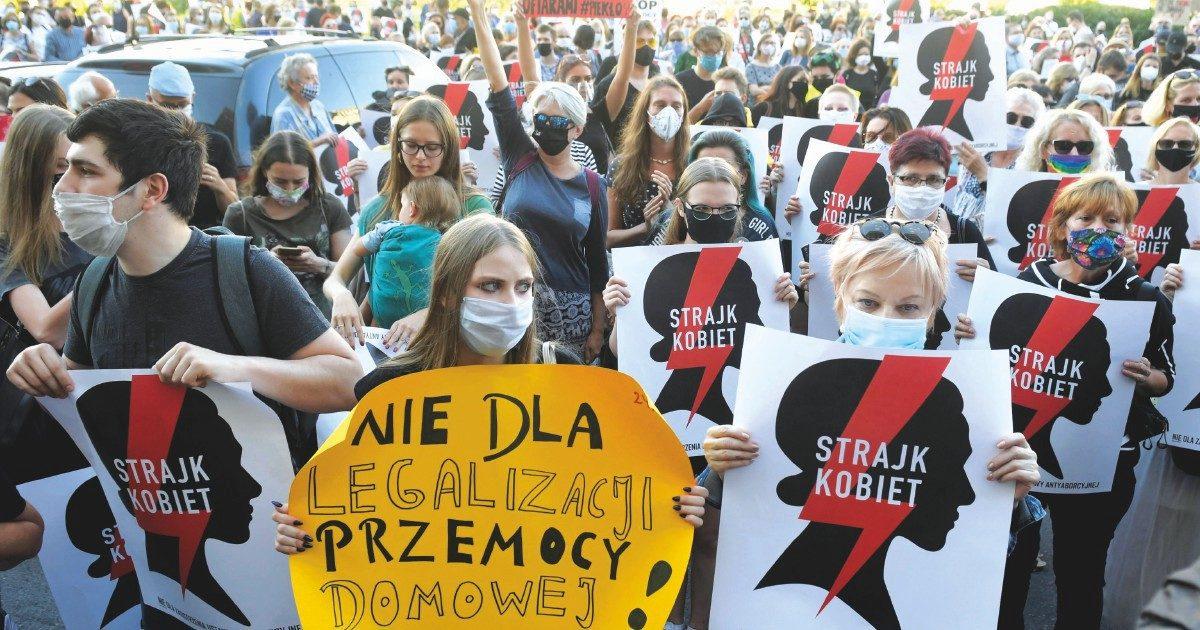 """""""Donne polacche ostaggio del patto Chiesa-destra"""""""