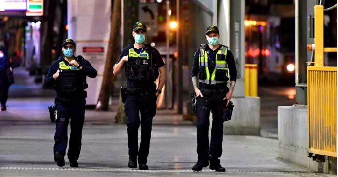 Coronavirus, a Melbourne deciso coprifuoco. In Grecia torna l'obbligo delle mascherine, Johnson pensa al lockdown per gli over 50