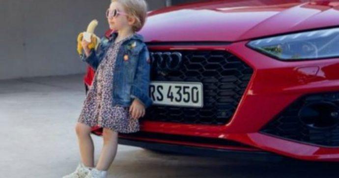 """Audi ritira lo spot con la bambina che mangia una banana dopo le polemiche: """"Provocatorio e sessualmente suggestiva"""""""