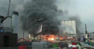 Esplosioni a Beirut, elicotteri e autopompe al lavoro per spegnere le fiamme in un magazzino del porto: il video