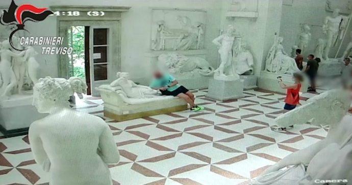 Statua di Canova danneggiata, a questo porta l'ossessione del selfie. L'arte è solo un trofeo