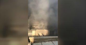 Esplosione a Beirut, un video mostra la potenza della deflagrazione: la ripresa dal tetto del magazzino di fianco