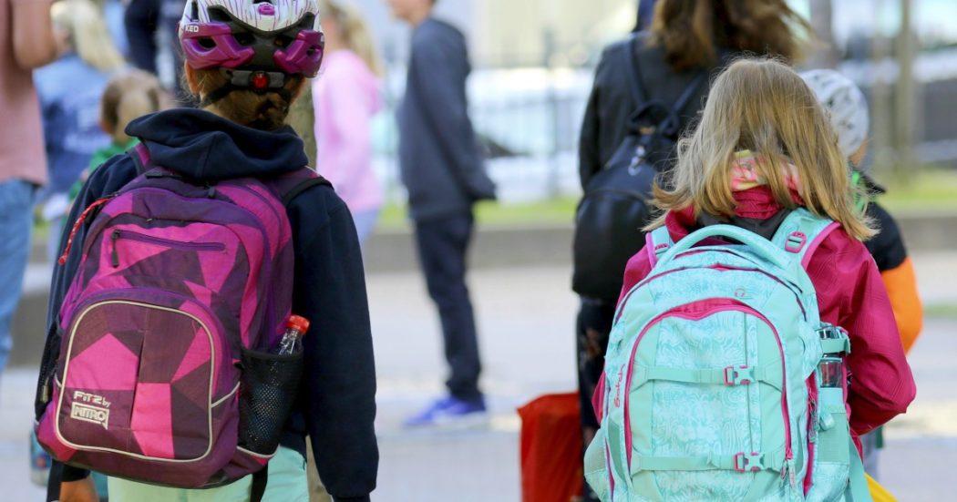 Scuola, come funziona in Germania dopo il Covid? A Berlino non si può cantare in aula, in Turingia c'è il 'semaforo': i tedeschi ripartono in ordine sparso (e con le critiche alla ministra)