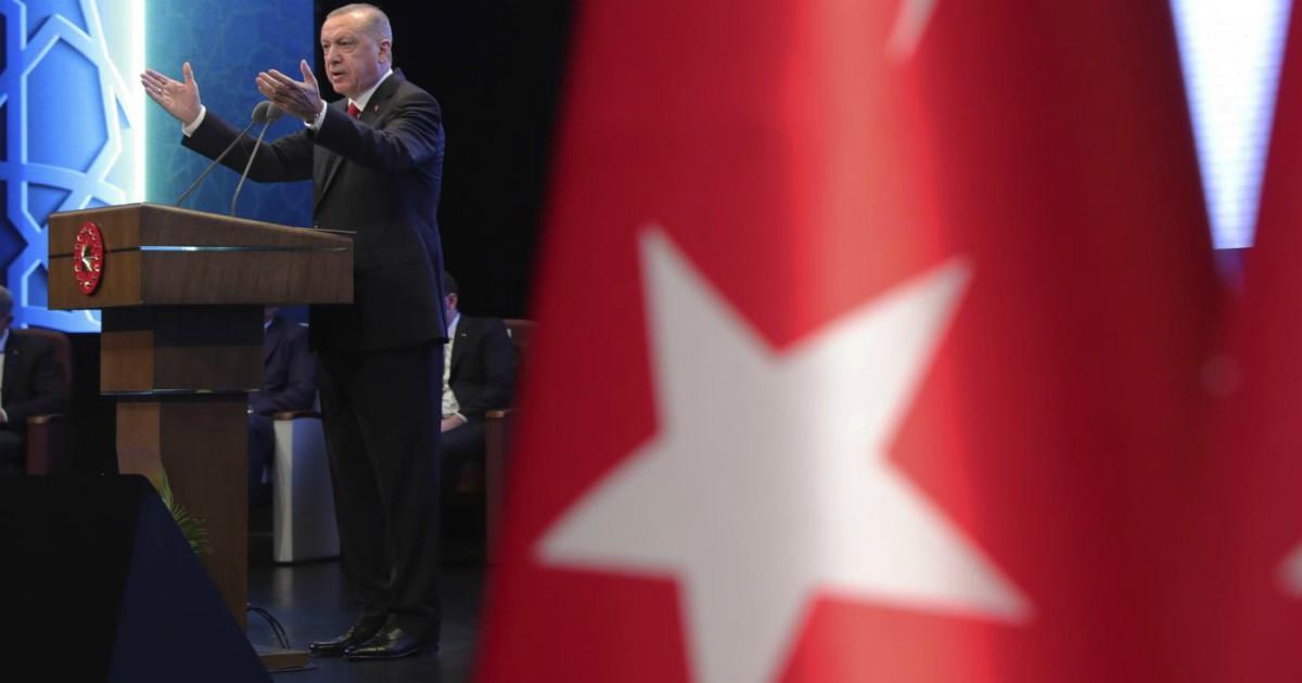 Turchia, la famiglia di Erdogan è divisa sulla Convenzione per i diritti delle donne: la figlia per, il figlio contro