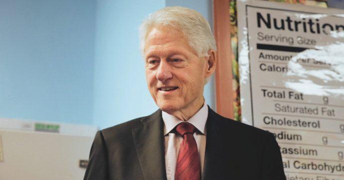 Bill Clinton in imbarazzo per una foto che lo lega a Epstein. Sarebbe stato così senza il Me Too?