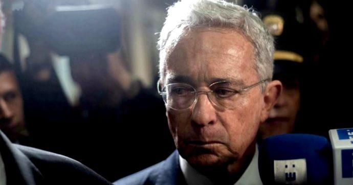 Colombia, decisione senza precedenti: arrestato l'ex presidente Alvaro Uribe per corruzione. È stato trovato positivo al Covid