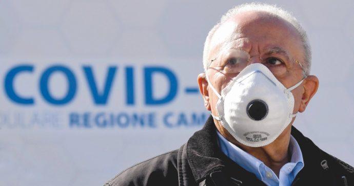 Coronavirus, in Campania il boom di contagi fa paura: ore di coda per i test (ancora troppo pochi). Polemica sul bando lampo di De Luca